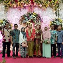 Foto bersama pengantin